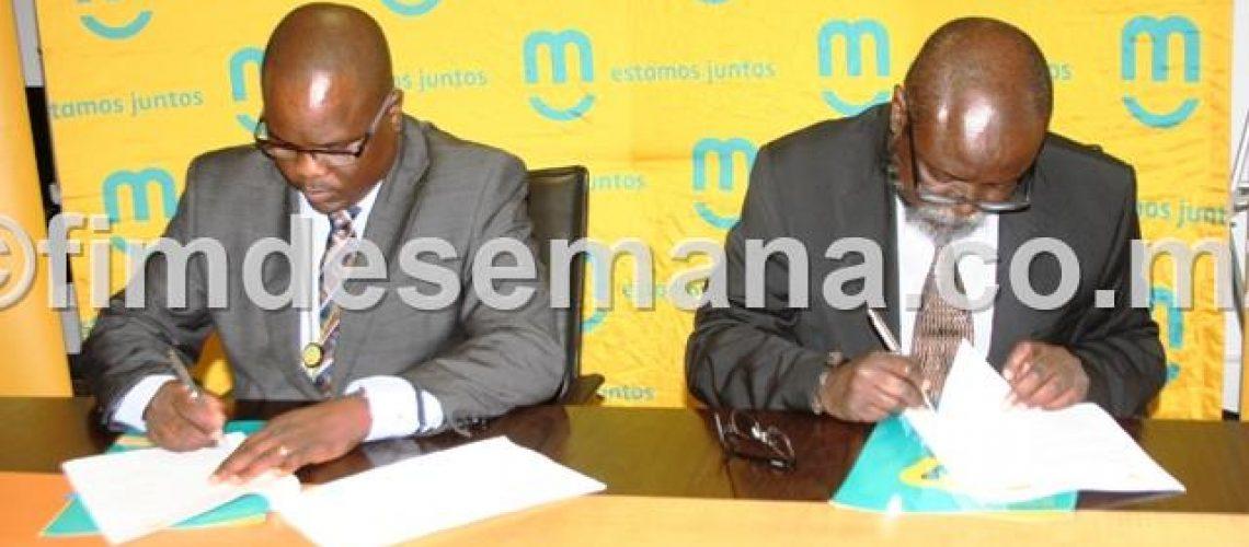 Assinatura_do_memorando_entre_o_Admin._Delegado_da_mcel_e_o_Bastonário_da_ORMM